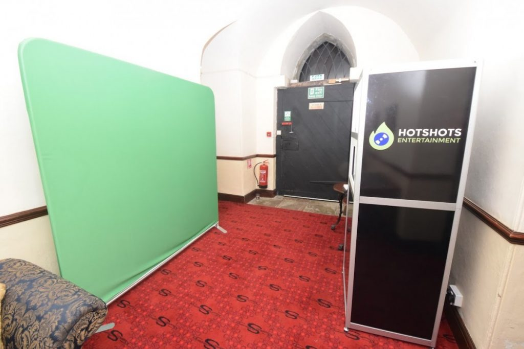 An open style photo booth hire that can fit up to 17 people using our green screen or lovely backdrops.
