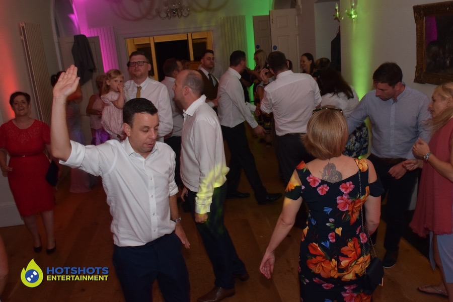 Super moves on the dance floor at a wedding